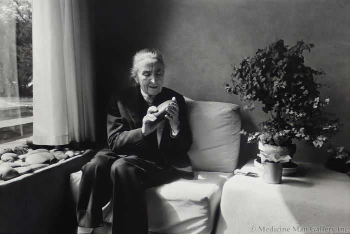 Dan Budnik (1933-2020) - Georgia O'Keeffe Holding Riverstone, Abiquiu, New Mexico 1975 (PDC90211C-0121-013)