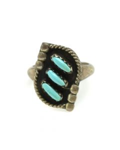 Zuni Petit Point Turquoise and Silver Ring c. 1950s, size 5 (J12285)