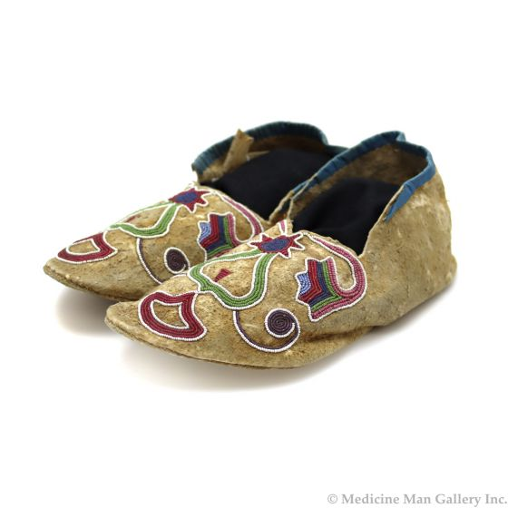 """Woodlands (Sac and Fox) Leather Beaded Moccasins c. 1890-1900s, 3.5"""" x 9.5"""" x 3.5"""" (DW92323A-0421-006)"""