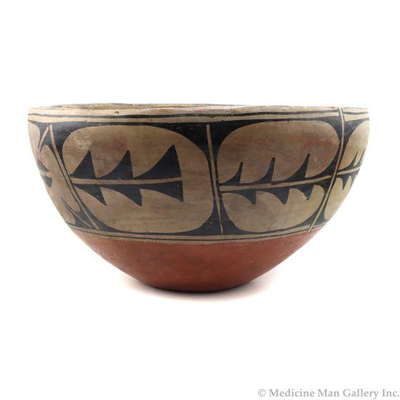 """Santo Domingo Polychrome Dough Bowl c. 1930s, 8"""" x 15"""" (P91256-086-105)"""