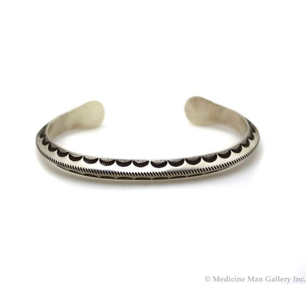 Kee Nataani - Navajo Contemporary Kingman Turquoise and Silver Bracelet with Stamped Design, size 7.625 (J13363)