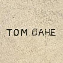 Bahe, Tom