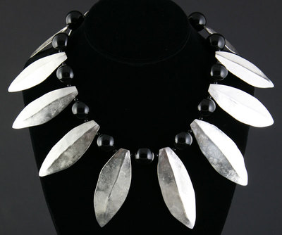 Miramontes Necklace with Twelve Silver Laurel Leaves and Eleven Large Onyx Beads